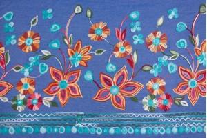 Ткань джинс Италия (вискоза 100%, темно-голубой, вышивка цветы, шир. 1,50 м)