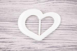 Пряжка (сердце) пластик (полуглянец, белый)