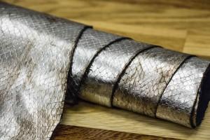 Кожа КРС Италия (серебро, бронзовый отлив, штамп под питона)