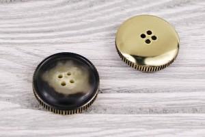 Пуговица 4 дырочки Италия (роговая в в металле, золото, 2,5 см)