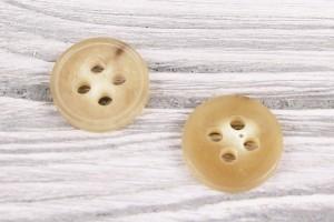 Пуговица 4 дырочки Италия (глянец, беж, роговая, 2,2 см)