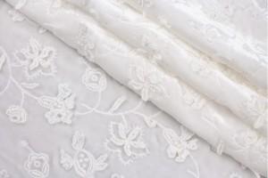 Ткань панбархат с вышивкой Италия (шелк 100%, молочный, цветы, ширина 1,30 м)